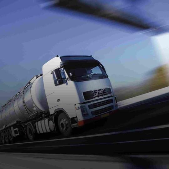 https://miratrans.ro/wp-content/uploads/2015/09/White-Truck-single-540x540.jpg