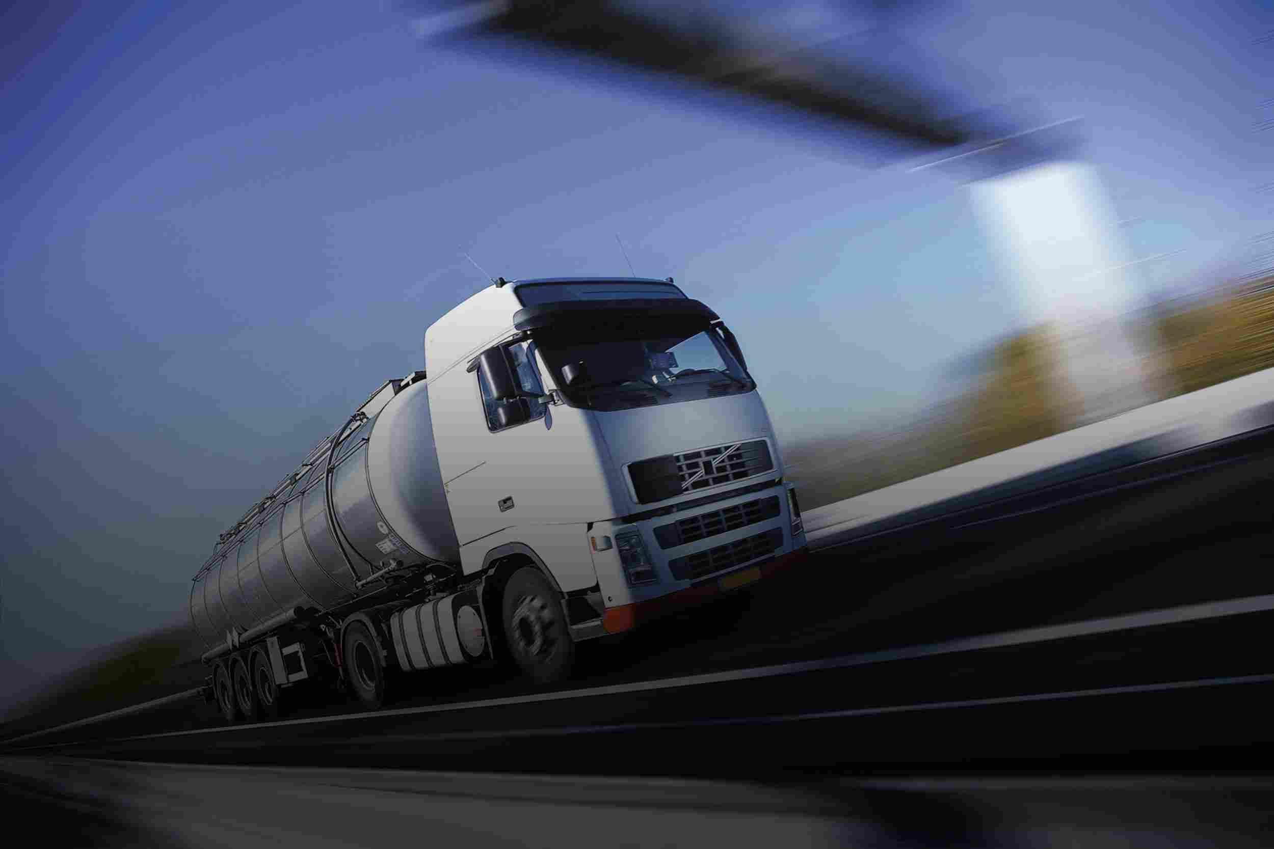 https://miratrans.ro/wp-content/uploads/2015/09/White-Truck-single.jpg
